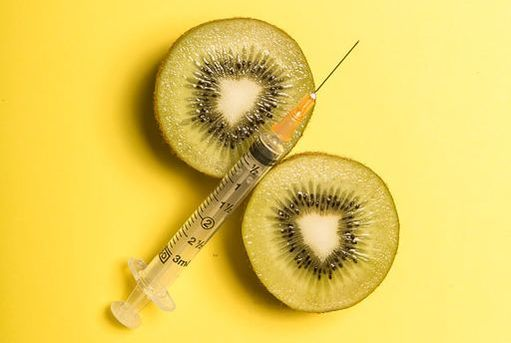Picture of kiwi fruit slices and needle and syringe